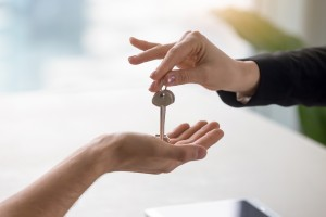 20973921-female-hand-giving-keys-to-male-client-buying-renting-apartment